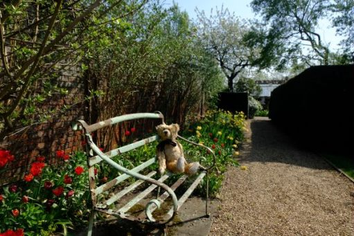 Dunsborough Park Gardens: Sit here and enjoy the view!