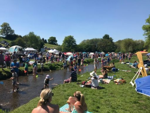 """Teddy Bears' Picnic: """"Blimey. It's like Brighton Beach on a Bank Holiday. It is Bank Holiday! But it's not bleedin Brighton, is it..."""""""