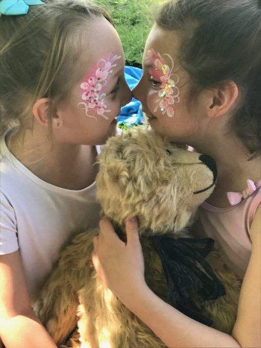 """Teddy Bears' Picnic: """"You're nice! So are you"""". What's that bear doing?"""" Ezme and Kyla couldn't decide on faceprinting and chose a mirror image."""