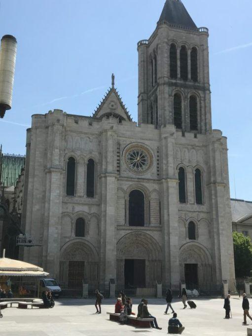 Ooh la la - Lighting a candle for Diddley. St Denis, Paris.
