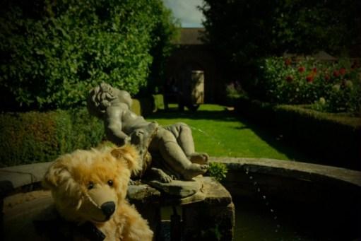 Dahlia Day: It's the dog…!