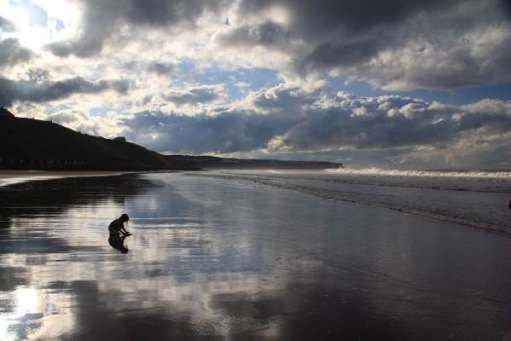 Layla on Whitby beach (Contre-jour).