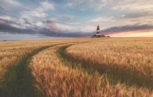 Landscape Photographer. Justin Minns: Happisburgh Lighthouse, Norfolk, England.