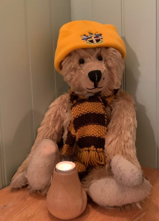 Lighting a candle for Diddley: I'm sure I told you, but Bertie's scarf was knitted by Mary in 1992. My old Mother-in-Law. Treasured possession.