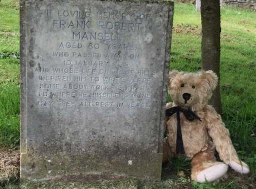 Bertie sat by the grave of Frank Robert Mansell aged 60 years, who passed away on 10 January 1979.