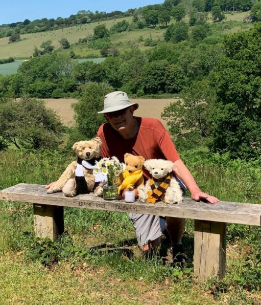 Bobby, Bertie, Eamonn and Trevor at Diddley's Bench with the vase of Moondaisies.