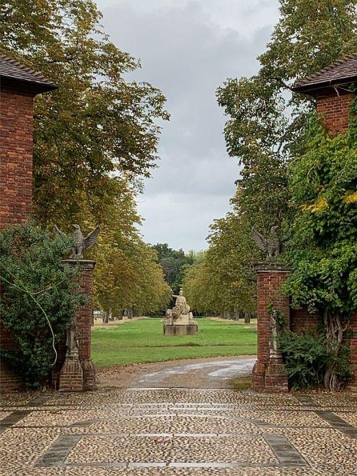 Into the Dunsborough Park Estate.
