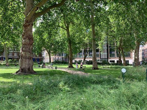 Walking from Farringdon. Charterhouse Square.