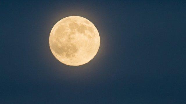 When the moon follows you
