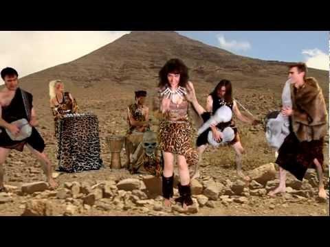 ? Großartige Musik am Abend: Zombina & The Skeletones – Teenage Caveman Beat Gargantua ?