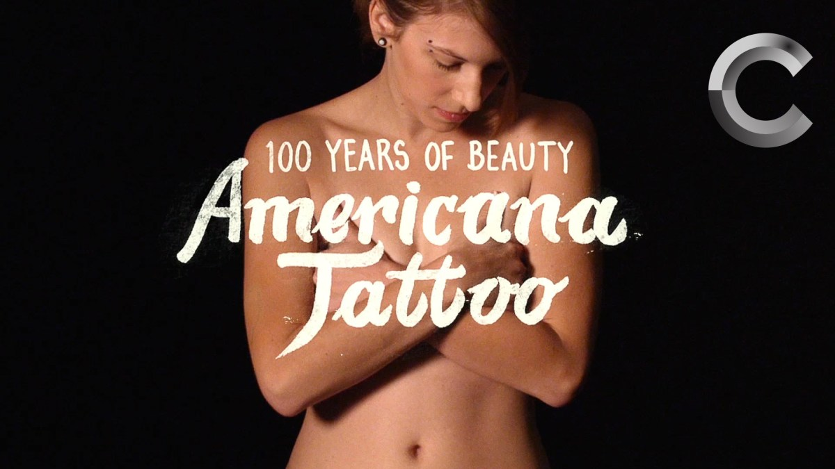 Eine Frau bekommt 11 Tattoos aus 100 Jahren Tattoo-Kunst