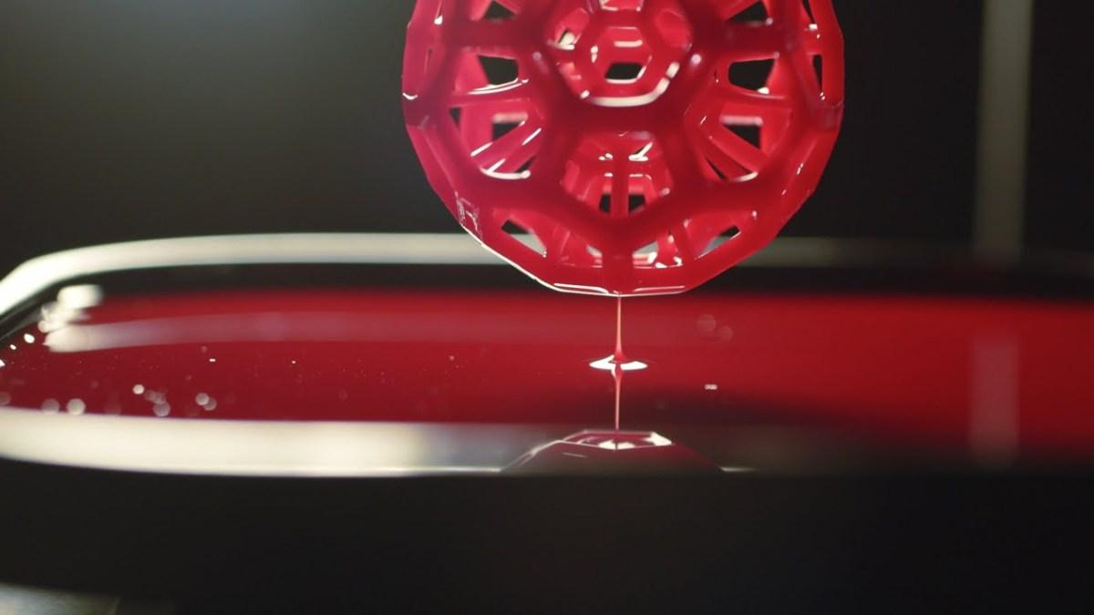 Carbon3D hat einen 3D-Drucker entwickelt, der nicht in Schichten druckt, dafür aber vom T1000 inspiriert wurde