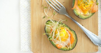 gevulde avocado met ei en zalm uit de oven