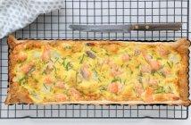 quiche met witte asperges en zalm