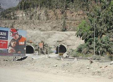 Trabajadores de mina el soldado aducen cierre del complejo