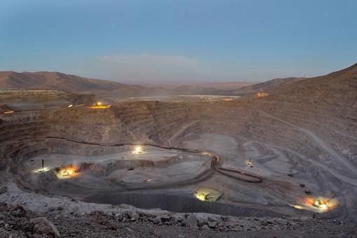 Producción de cobre de BHP Billiton cae 3% por baja en Escondida