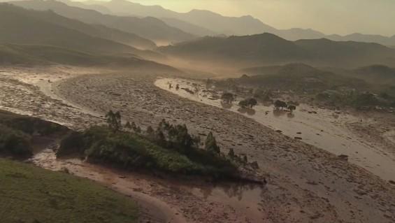 Colapsó una represa minera Brasileña dejando 15 muertos