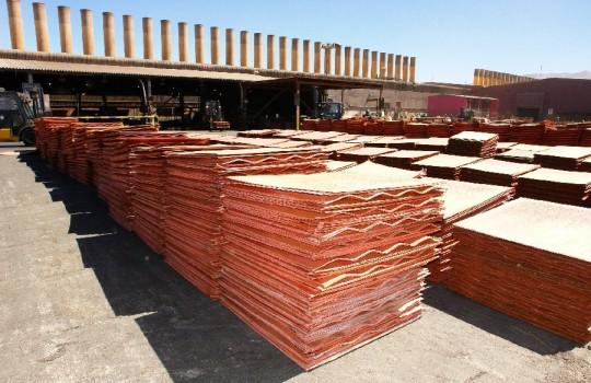 Mineras podrían parar sus operaciones y hasta guardar stocks si el cobre sigue bajando