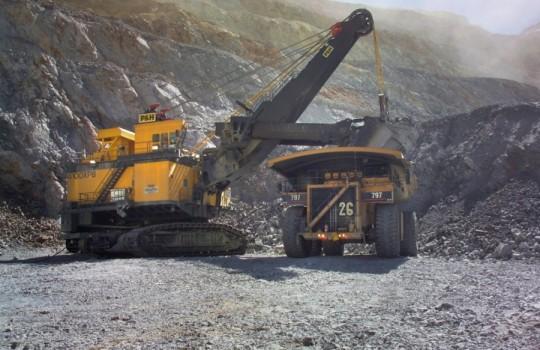 La construcción gana impulso en regiones y el sector minero se contrae