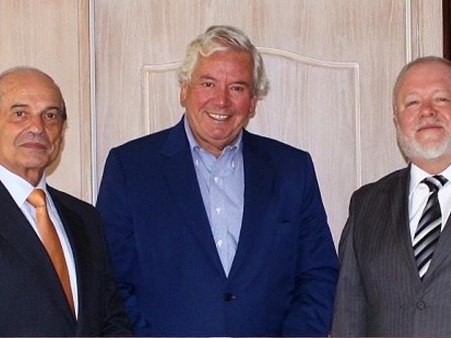 Aprimin reunido con Presidente de Sofofa Hermann von Mühlenbrock