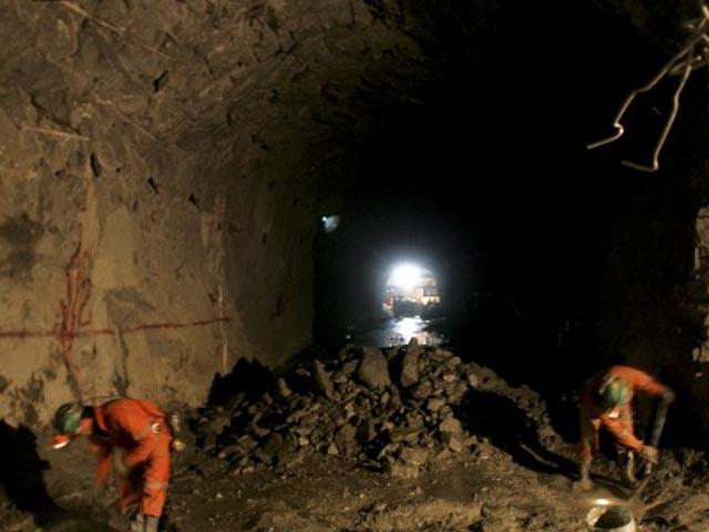 Sueldos en minería caen 25% y despidos suman 80mil