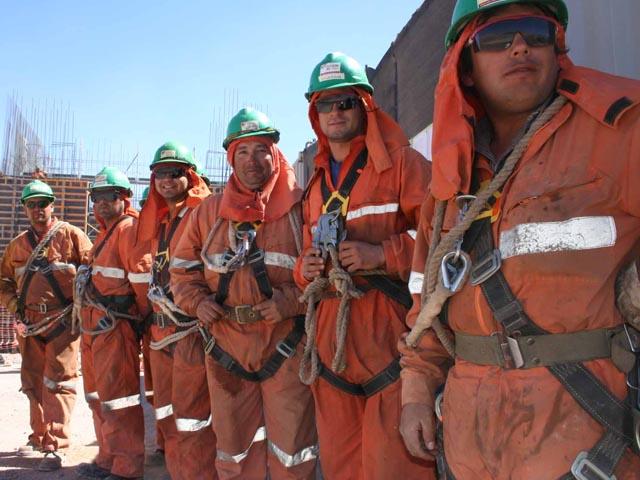Trabajadores mineros se movilizan para mostrar poder de convocatoria