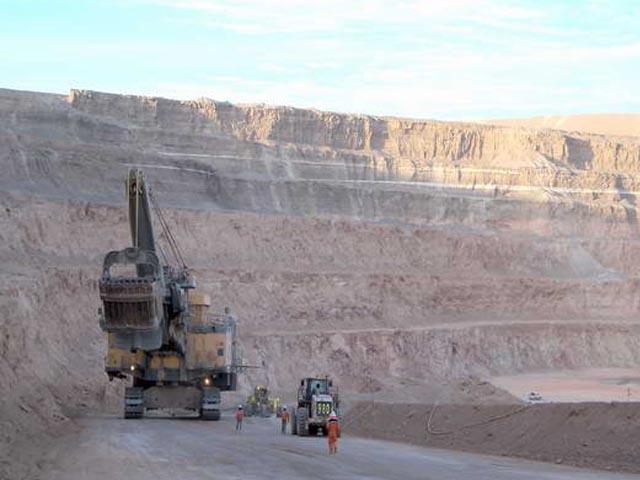 Trabajadores de mina Spence inician paro por falta de respuestas a sus demandas