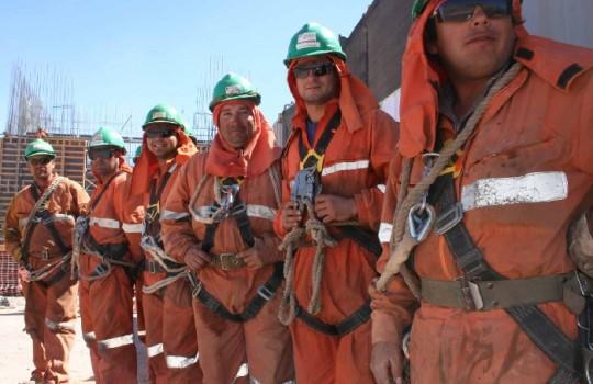 Estudio establece enorme brecha productiva entre las mineras nacionales y extranjeras