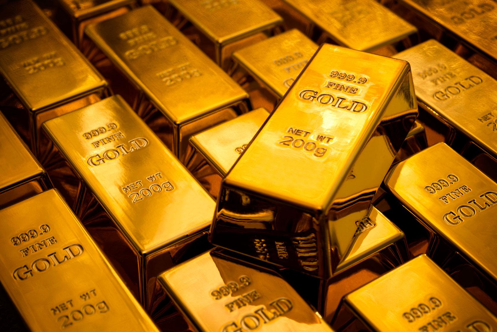 Precio del oro cambia al alza mientras el dólar cae