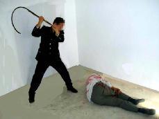 酷刑演示:鞭子抽