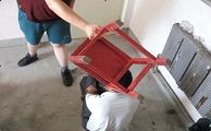 酷刑演示:凳子砸头