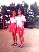 '王文兰(左侧)十四岁'