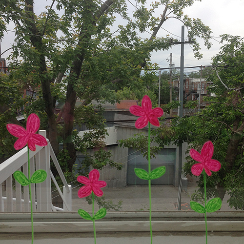 Dessiner sur les fen^tres modèle de fleurs crayonnésIllustration fen^tre vitrine fleurs mignon printemps adorable