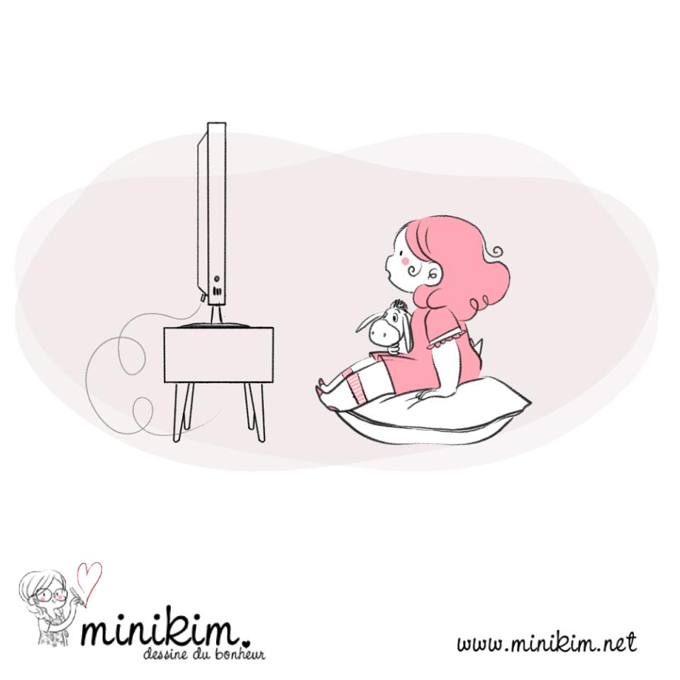 Illustration de Minikim qui représente une fillette absorbée par un programme de télévision assise sur un gros coussin.