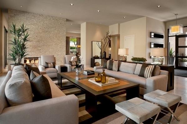 salón muro de piedra chimenea conjunto de muebles de color gris marrón y gris