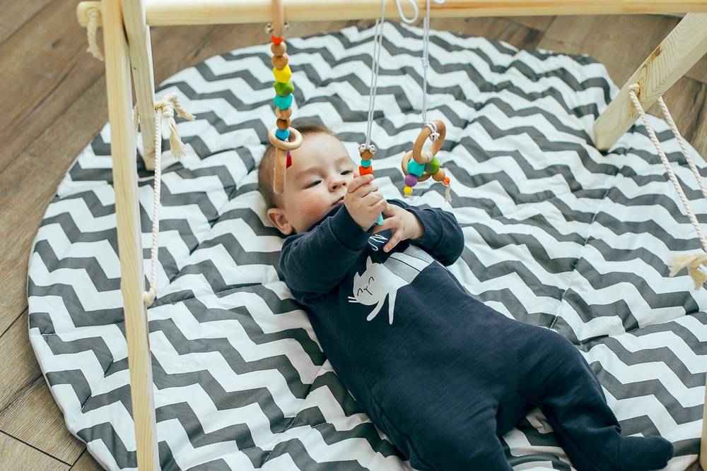 choisir un tapis d eveil montessori