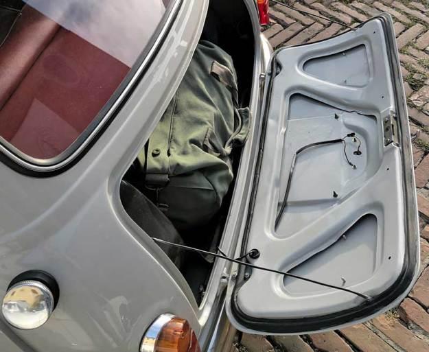 Il coperchio bagagliaio delle prime Mini italiane.