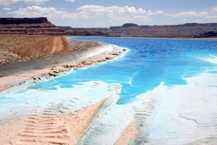 IMAGE GALLERY: Potash ponds in the Utah's desert