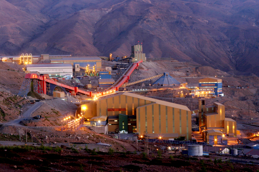 Chile's Codelco to issue $2.5 billion in bonds amid copper prices collapse