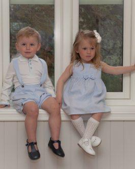 Skjortegenser – hvit med lyseblå