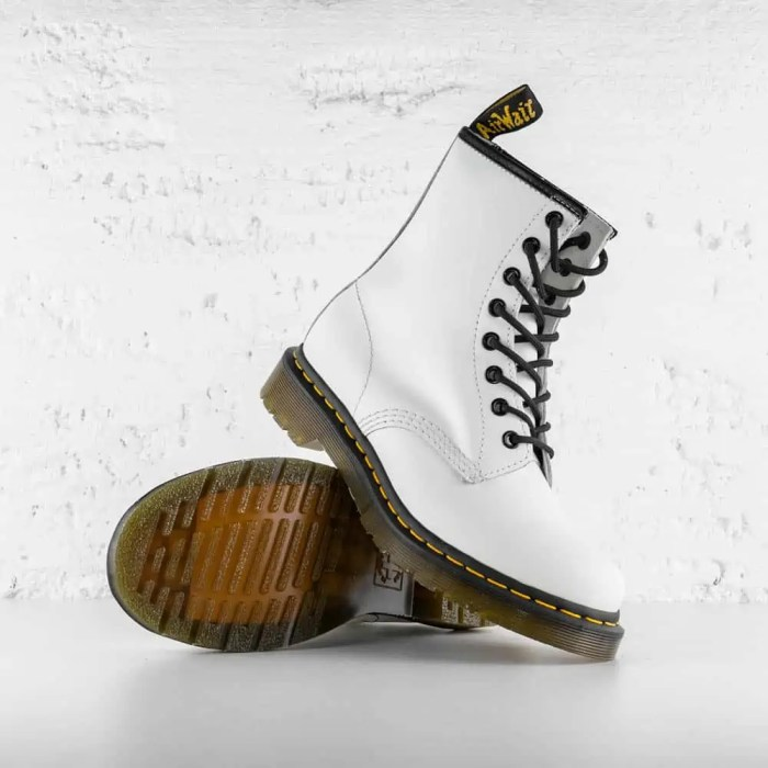 DR. MARTENS 1460 W LEATHER ANKLE WHITE SMOOTH 6
