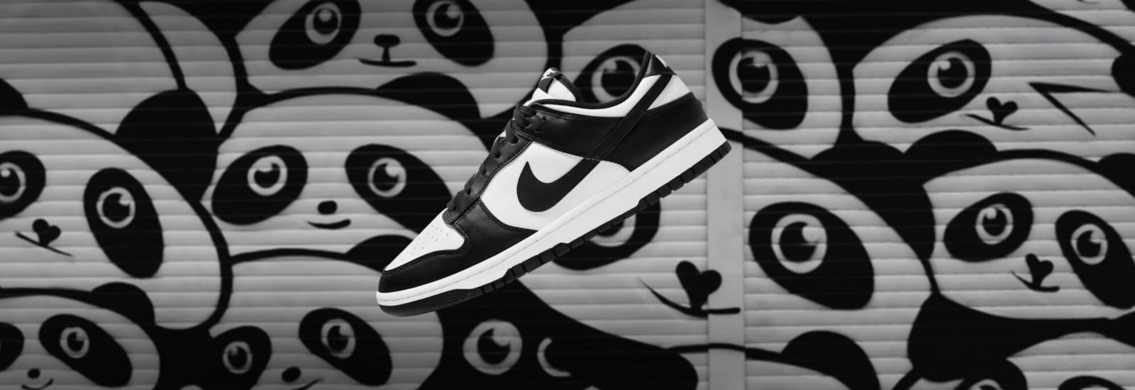 NIKE WMNS DUNK LOW WHITE BLACK PANDA SLIDER