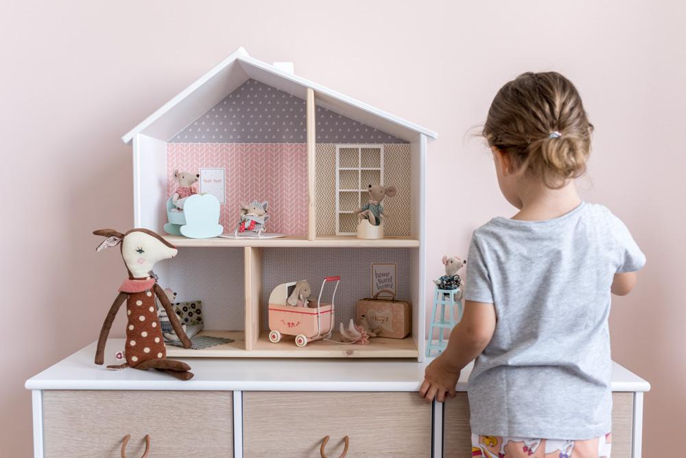 DIY Puppenhaus Flisat pimpen und selber machen. Tapeten von Limmaland, Mäuse und Hasen von Maileg