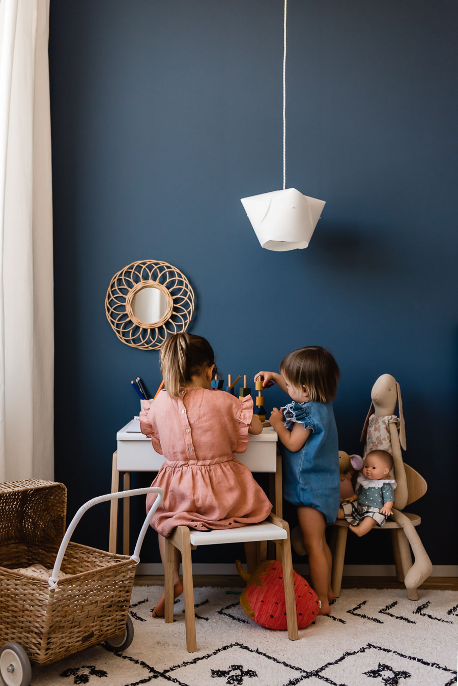 Paint walls yourself: It's that easy. With tips and tricks to make it happen