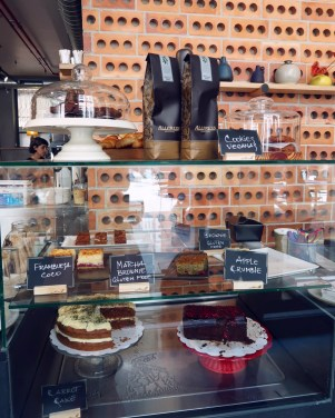 Best brunch in Barcelona @minkaguides Federal Gotic cakes