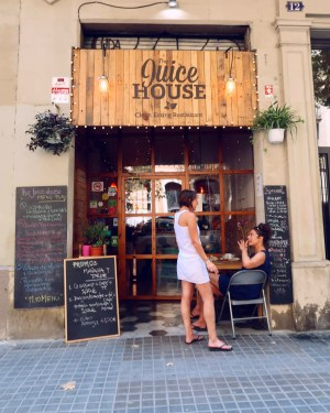 Best brunch in Barcelona @minkaguides The Juice House exterior