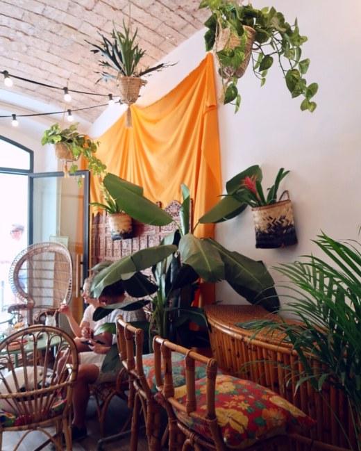 Best brunch in Barcelona @minkaguides Tropico interior