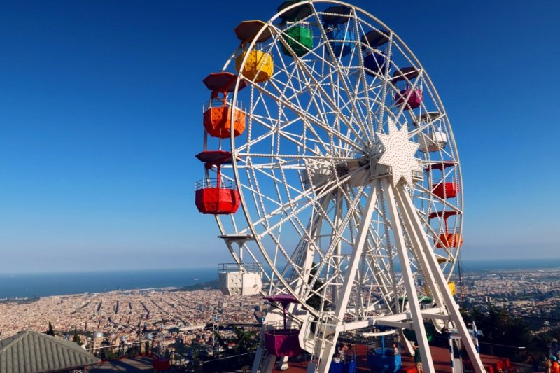 Things to do in Barcelona @minkaguides Mount Tibidabo Ferris Wheel