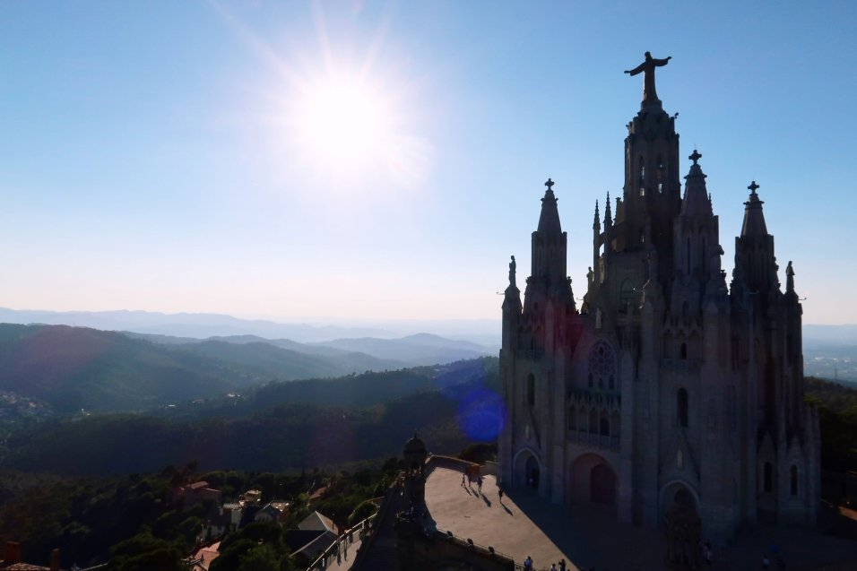 Things to do in Barcelona @minkaguides Mount Tibidabo sunset