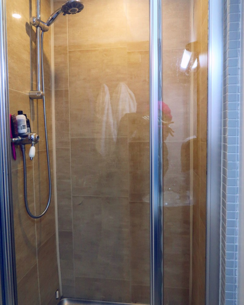 Review Generator Hostel Dublin @minkaguides Shower